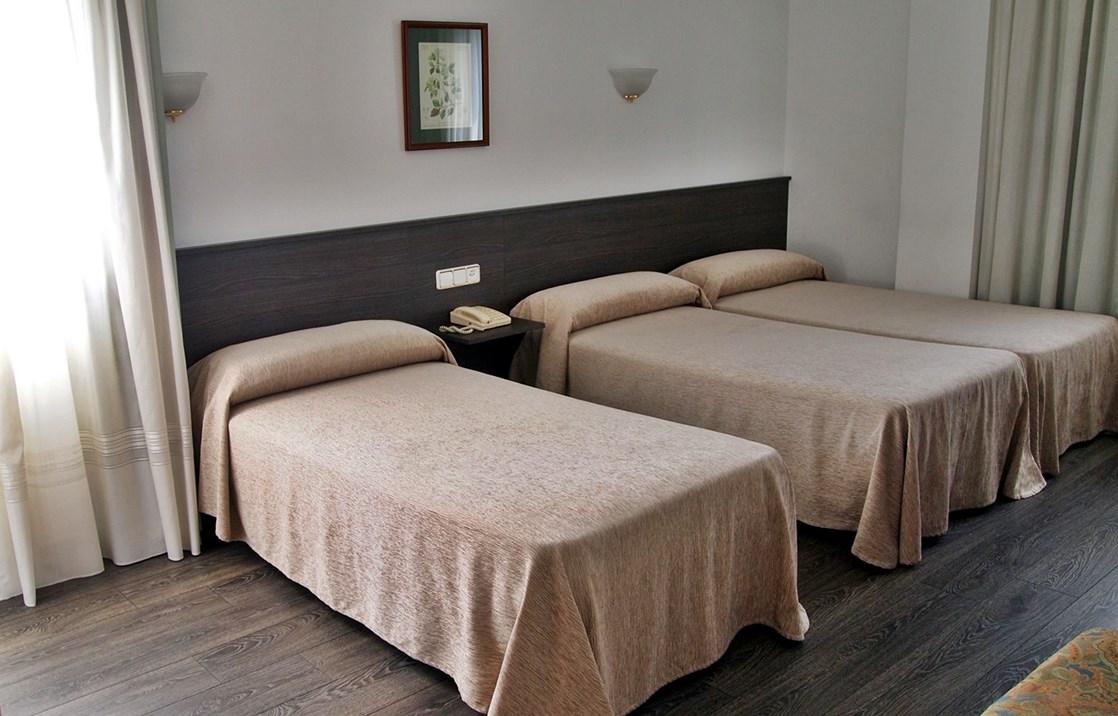 Habitaciones con cama supletoria hotel a barqui a - Habitaciones para tres ...